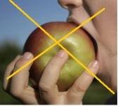 manger une pomme 2